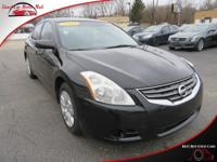 TECHNOLOGY FEATURES:  This Nissan Altima Includes