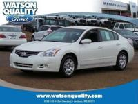 This 2011 Nissan Altima sedan has a powerful 2.5L