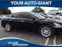 Come see this 2011 Nissan Maxima 3.5 S. Its Variable