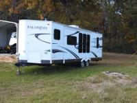 For Sale: 2011 Palomino Camper 27 foot.. Camper is like