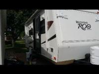 23ft Hybrid style travel trailer. 3 drop down queen