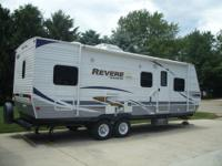 2011 Shasta Revere 26TBQB. 1/2 Ton towable. New