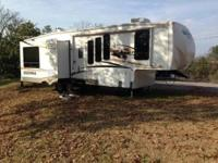 34 ft. Sierra fifth wheel by Forest Stream, 3