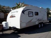 2011 Skyline Mountain View This travel trailer is self