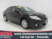 CarFax ONE-OWNER.......2011 Toyota Camry XLE