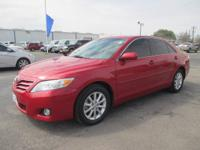 ONLY 38K MILES!!! -- HEATED LEATHER SEATS -- SUN ROOF