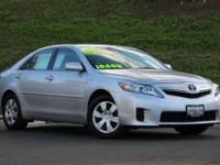 Camry Hybrid, 4D Sedan, 2.4 L I4 Hybrid, and eCVT. The