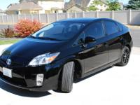 2011 Toyota Prius Four: Nav, power moon roof, solar