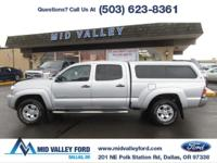 ONE OWNER 2011 TOYOTA TACOMA SR5 CREW CAB 4X4 WITH ONLY