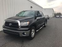 2011 TOYOTA TUNDRA SR5!!!5.7L 8-CYLINDERS!!! ONE OWNER