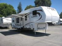 This 2011 18? Trail Lite Crossover 180T travel trailer