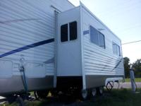 Two bed room tri axel 2 acs wit heat strips rubber roof