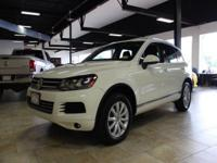 ***ALL WHEEL DRIVE***NAVIGATION SYSTEM***REAR VIEW