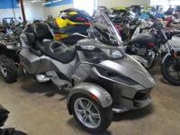 2011 Can-Am Spyder RT A/C SE5 GREAT CONDITION!