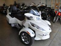 2011 Can-Am Spyder RT Limited IN GREAT CONDITION!