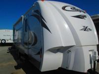 2011 Cougar RVs East 27RLS JUST LIKE NEW---REAR LIVING