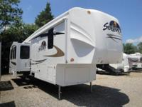 Beautiful Trailer with 2 Bedrooms. Rear Bedroom is