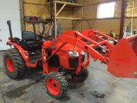 2011 Kubota B3200.  155 hrs.  Tractor is in excellent