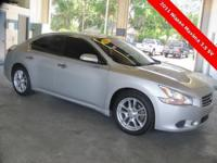 ** 2011 Maxima SV w / MODERN TECHNOLOGY PACKAGE **