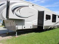 Stock Number: 721634. Beautiful 5th Wheel with room for