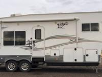 Manufactured by Northwood, this 2012 Arctic Fox 295k,
