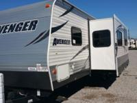 2012 Avenger 28 BH Front queen Couch Rear Bunks Power
