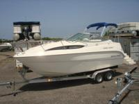 Descripción 2012 Bayliner 245 Cruiser with MerCruiser