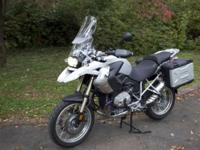 Here, for sale, is my nearly new 2012 BMW R1200gs. It
