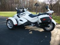 THIS IS AN EXCEPTIONALLY NICE CAN AM SPYDER IT IS WHITE