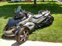 FOR SALE A 2012 CAN-AM SPYDER RS-S. THIS BIKE HAS NEVER