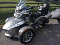 2012 Can-Am Spyder RS SE5, Only 1,560 miles. Like