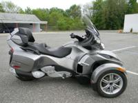 2012 Can-Am Spyder RT Audio & Convenience SE5 POUR