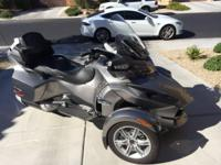 2012 Can Am Spyder RT- - Corbin seats seal floor boards
