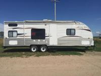 26' Patriot Edition Pull behind camper with bunk beds