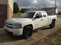 PRICED TO SALE!!!!!! 2012 Silverado Ext Cab, only has