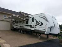 Mint Condition. 2012 Keystone Cougar X-Lite 30RLS