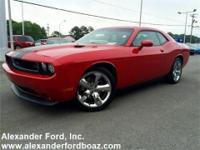 2012 Dodge Challenger Coupe R/T. +++ Carfax Certified