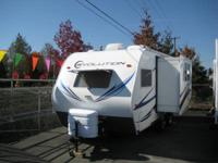 2012 Evolution 17FBS , Lightweight with a slideout!