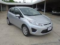 LIKE NEW Hey! Look right here! 2012 Fiesta with Keyless