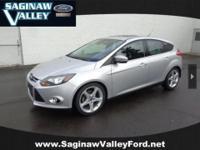 2012 Ford Focus Titanium...MOONROOF!!!, This vehicle