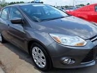 This 2012 Ford Focus 4dr 4dr Sedan SE Sedan features a