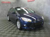 Focus SE, 4D Hatchback, FWD, Blue, Alloy Wheels,