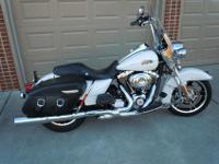 I HAVE A BEAUTIFUL ONE OWNER 2012 ROAD KING CLASSIC