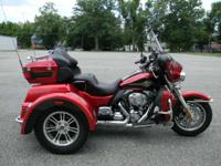 2012 Harley-Davidson Tri Glide Ultra Classic TWO-TONE