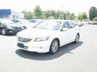 One Owner, Sunroof / Moonroof, Navigation, Premium