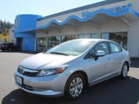 Exterior Color: sil/silver, Body: Sedan, Engine: I4