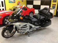 2012 Honda Goldwing like new with ABS and Navigation