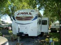33' Jayco Eagle camper (304BHS) with slide out and
