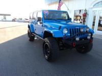 Exterior Color: true blue pearlcoat, Body: SUV, Engine:
