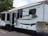 2012 Keystone Alpine 3500 RE, Dual air conditioners,